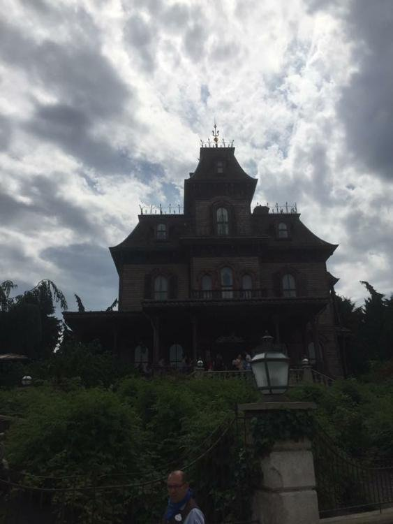 day 3 disney land paris phantom house.JPG