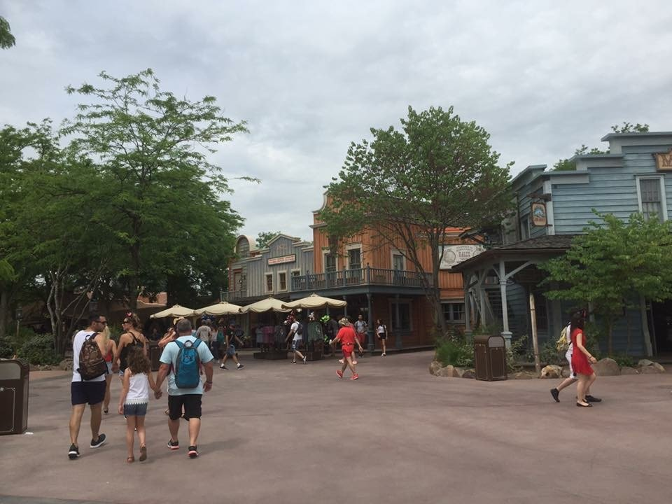 day 3 disney land paris frontier land.JPG